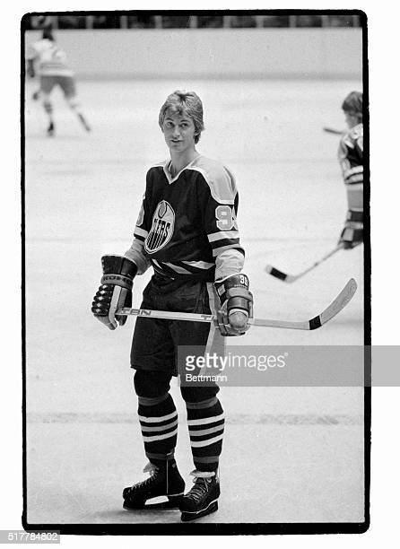 Wayne Gretzky Edmonton Oilers hockey player before a game against the Rangers