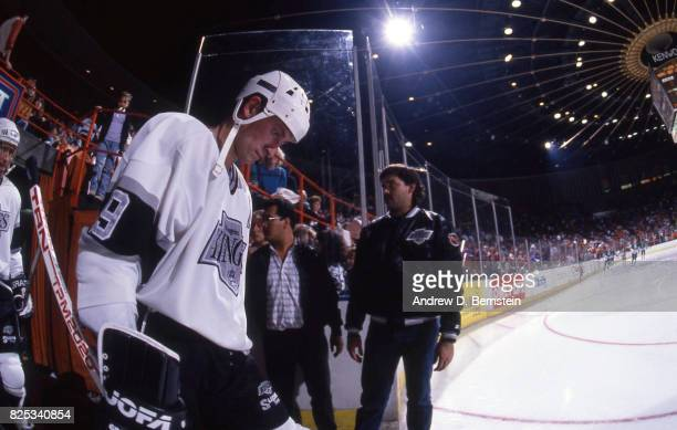 Wayne Gretzky gets ready to hit the ice on January 2 1992 at the Great Western Forum in Inglewood California