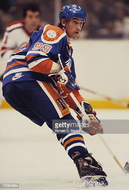 Wayne Gretzky of the Edmondton Oilers in the 1980s in Uniondale New York