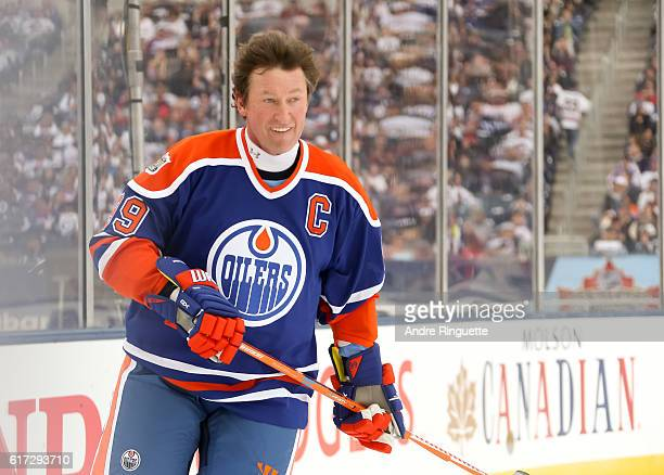 Wayne Gretzky of the Edmonton Oilers alumni skates during the 2016 Tim Hortons NHL Heritage Classic alumni game at Investors Group Field on October...