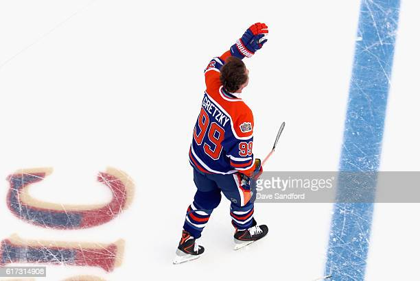 Wayne Gretzky of the Edmonton Oilers alumni waves to the crowd during the 2016 Tim Hortons NHL Heritage Classic Alumni Game against the Winnipeg Jets...