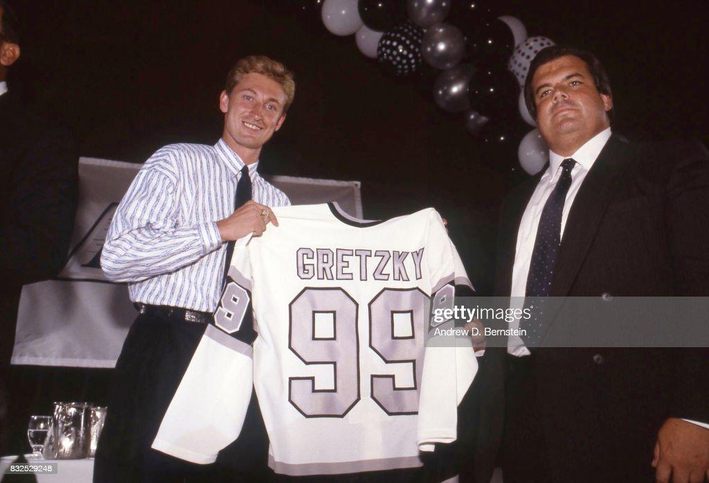 Wayne Gretzky of the Los Angeles Kings : News Photo
