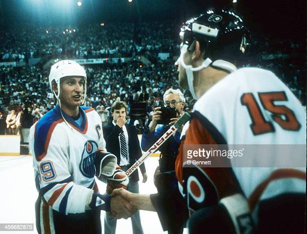 Wayne Gretzky of the Edmonton Oilers shakes hands with Rich Sutter of the Philadelphia Flyers after Game 5 of the 1985 Stanley Cup Finals on May 30...