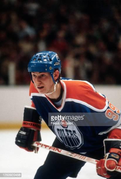 Wayne Gretzky of the Edmonton Oilers skates against the New York Islanders during an NHL Hockey game circa 1981 at the Nassau Veterans Memorial...