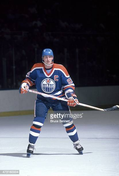 Wayne Gretzky of the Edmonton Oilers skates on the ice during an NHL game against the New York Islanders on November 16 1985 at the Nassau Coliseum...