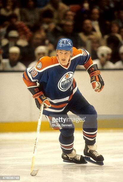 Wayne Gretzky of the Edmonton Oilers skates on the ice during an NHL game against the New York Islanders on November 14 1981 at the Nassau Coliseum...