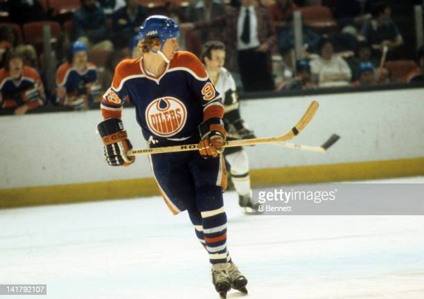 Wayne Gretzky of the Edmonton Oilers skates on the ice during an WHA game against the New England Whalers circa 1979 at the Hartford Civic Center in...