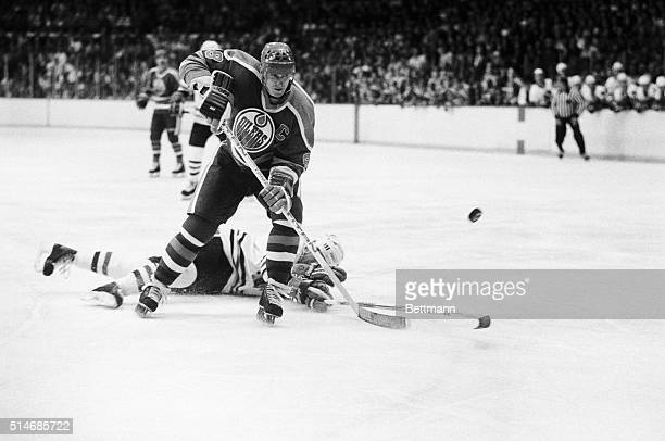 Wayne Gretzky of the Edmonton Oilers skates with the puck past a fallen Chicago Blackhawks' defenseman in the 1st period of game 6 of their playoff...