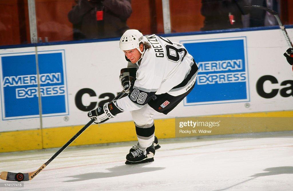 Los Angeles Kings Vs. Ottawa Senators : News Photo