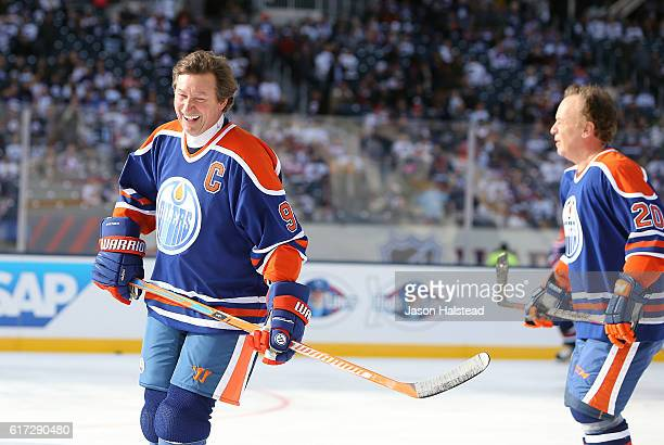 Wayne Gretzky of the of the Edmonton Oilers alumni takes to the ice during the 2016 Tim Hortons NHL Heritage Classic alumni hockey game against the...
