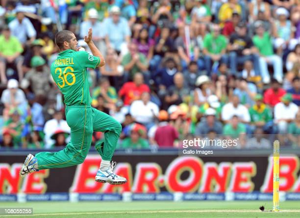 Wayne Parnell of South Africa bowling during the 2nd One Day International match between South Africa and India from Bidvest Wanderers Stadium on...