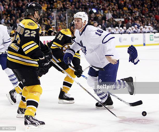 Wayne Primeau of the Toronto Maple Leafs drops his gloves to fight with Shawn Thornton of the Boston Bruins on March 4 2010 at the TD Garden in...