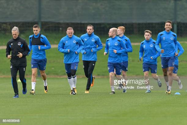 Wayne Rooney Gylfi Sigurdsson Davy Klaassen and Everton team mates during the Everton training session at USM Finch Farm on September 27 2017 in...