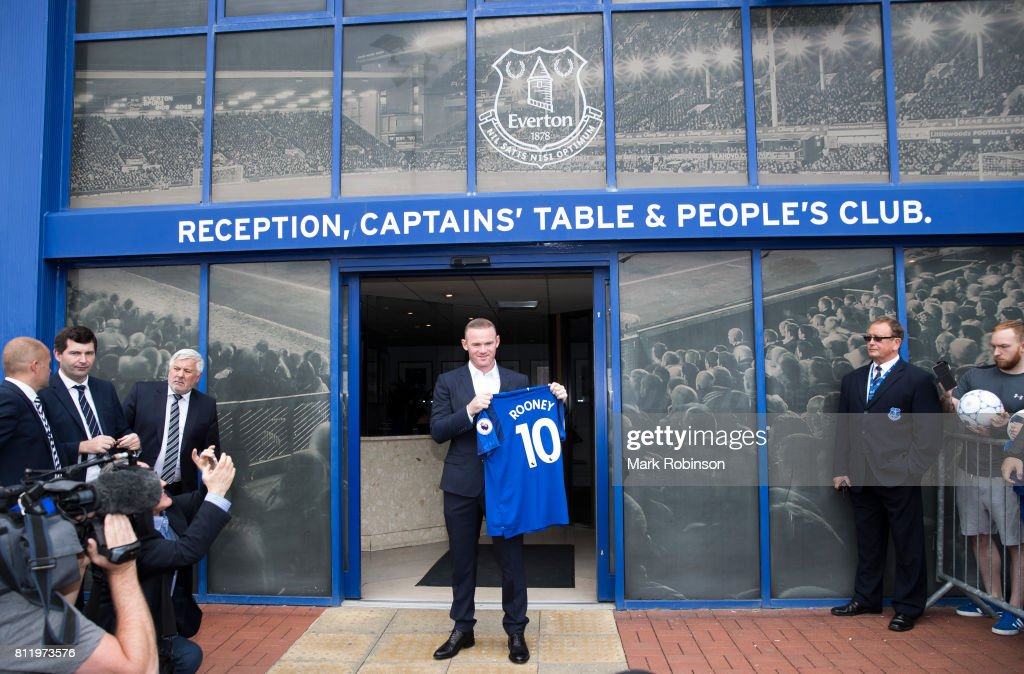 Everton Unveil New Signing Wayne Rooney : News Photo
