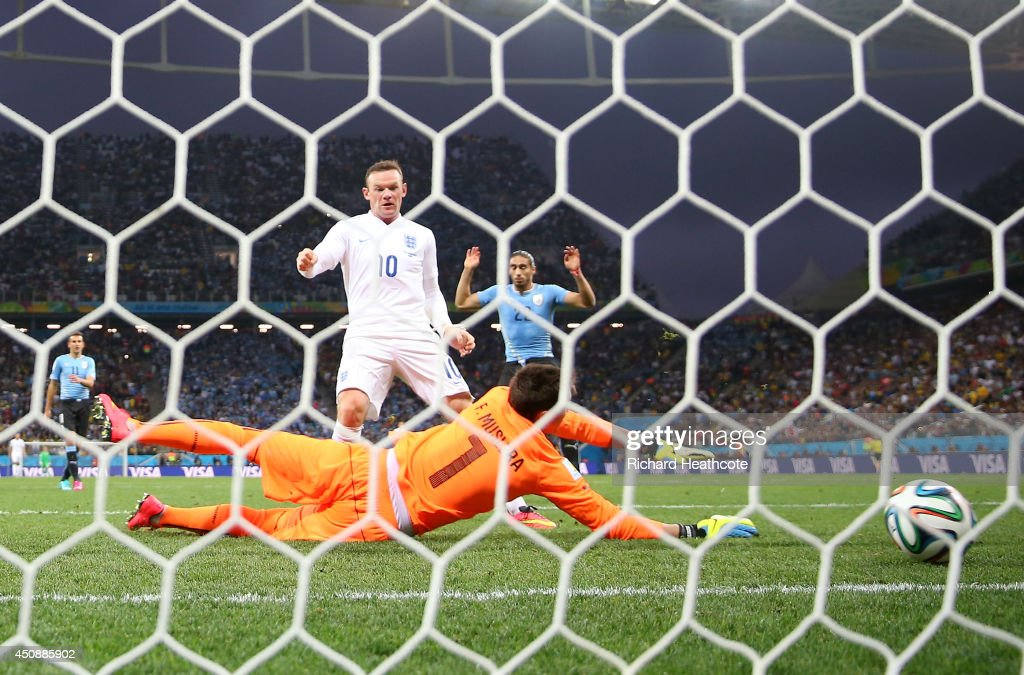 Wayne Rooney of England scores his team's first goal past Fernando Muslera of Uruguay during the 2014 FIFA World Cup Brazil Group D match between Uruguay and England at Arena de Sao Paulo on June 19, 2014 in Sao Paulo, Brazil.