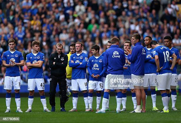 Wayne Rooney of Everton and Manchester United stands with Everton players at the end of the Duncan Ferguson Testimonial match between Everton and...