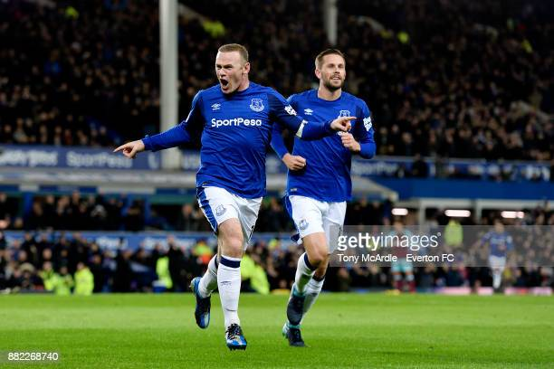 Wayne Rooney of Everton celebrates his second goal with Gylfi Sigurdsson during the Premier League match between Everton and West Ham United at...