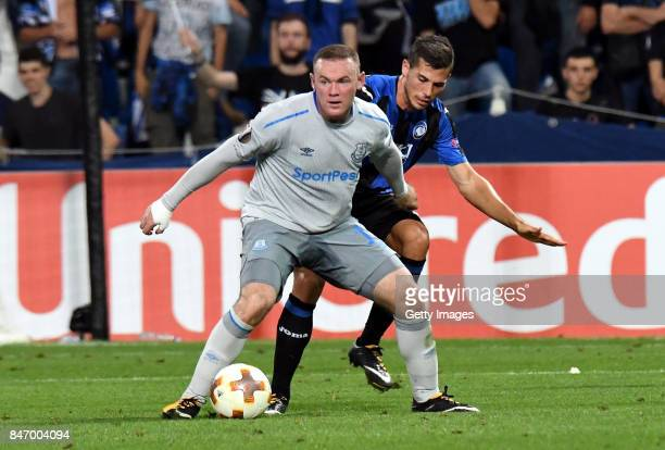 Wayne Rooney of Everton Fc in action Remo Freuler of Atalanta during the UEFA Europa League group E match between Atalanta and Everton FC at Stadio...