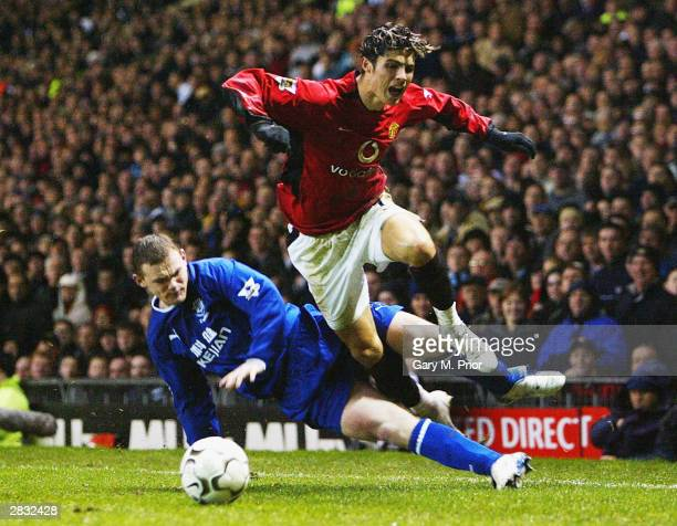 Wayne Rooney of Everton fouls Ronaldo of Manchester United during the FA Barclaycard Premiership match between Manchester United and Everton at Old...