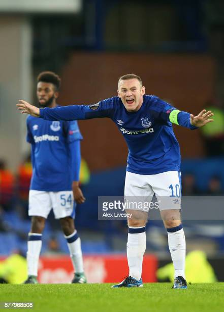 Wayne Rooney of Everton gives instruction to his team during the UEFA Europa League group E match between Everton FC and Atalanta at Goodison Park on...