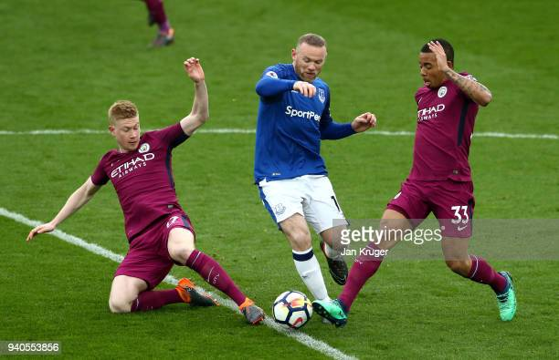 Wayne Rooney of Everton is challenged by Kevin De Bruyne of Manchester City and Gabriel Jesus of Manchester City during the Premier League match...