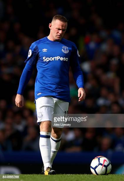 Wayne Rooney of Everton is dejected during the Premier League match between Everton and Tottenham Hotspur at Goodison Park on September 9 2017 in...