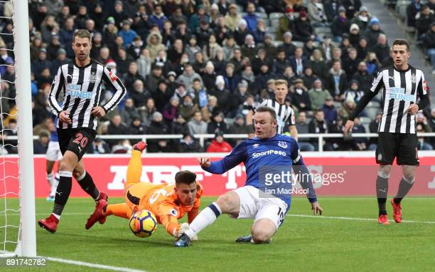 Wayne Rooney of Everton scores his sides first goal past Karl Darlow of Newcastle United during the Premier League match between Newcastle United and...