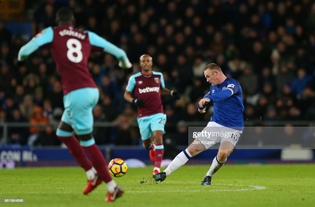 Wayne Rooney of Everton scores his sides third goal during the Premier League match between Everton and West Ham United at Goodison Park on November 29, 2017 in Liverpool, England.