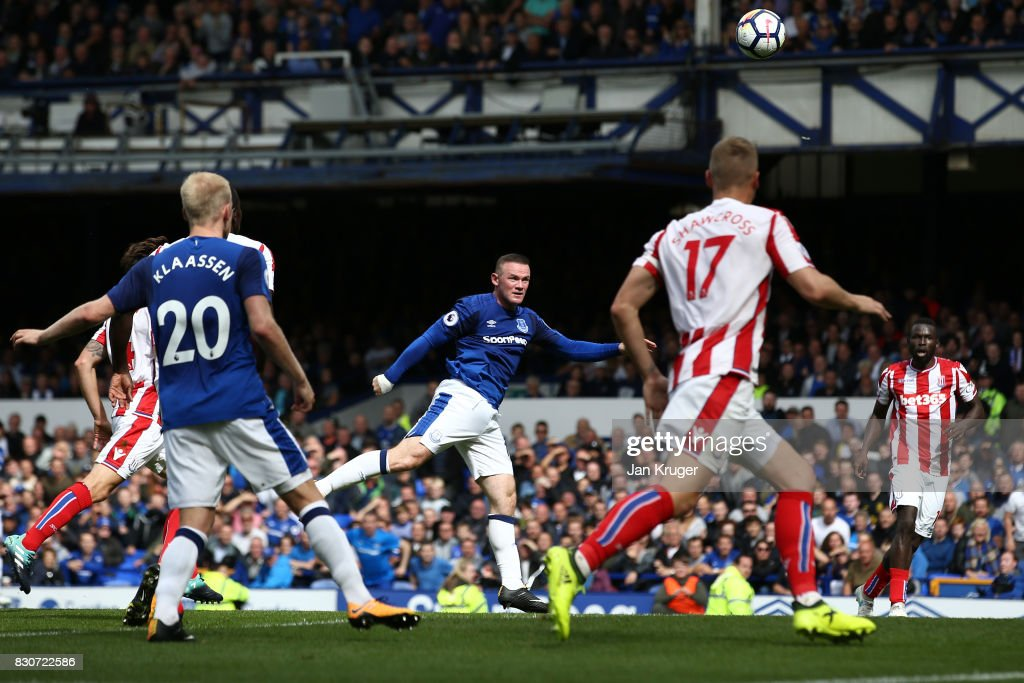 Wayne Rooney of Everton (c) scores the opening goal during the Premier League match between Everton and Stoke City at Goodison Park on August 12, 2017 in Liverpool, England.