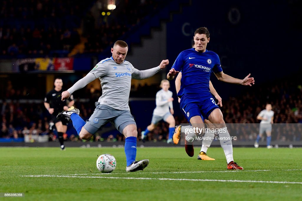 Wayne Rooney of Everton with a chance on goal during the Carabao Cup Fourth Round match between Chelsea and Everton at Stamford Bridge on October 25, 2017 in London, England.