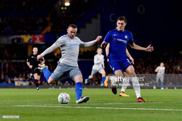 Wayne Rooney of Everton with a chance on goal during the Carabao Cup Fourth Round match between Chelsea and Everton at Stamford Bridge on October 25...