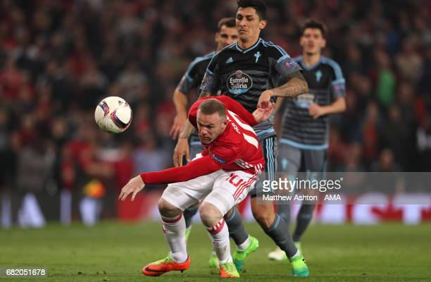 Wayne Rooney of Manchester United battles for the ball with Pablo Hernandez of Celta Vigo during the UEFA Europa League semi final second leg match...