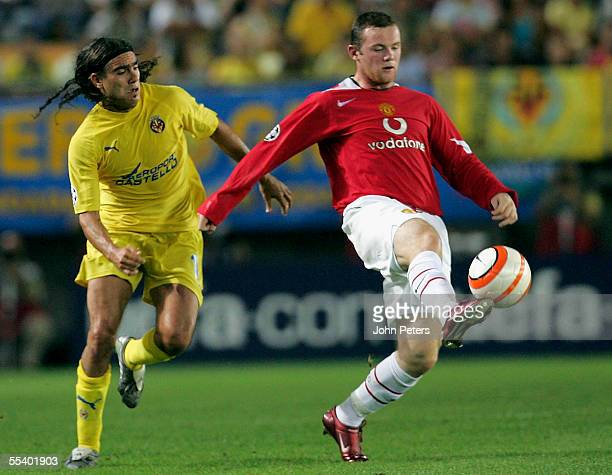 Wayne Rooney of Manchester United clashes with Juan Pablo Sorin of Villarreal during the UEFA Champions League match between Villarreal and...