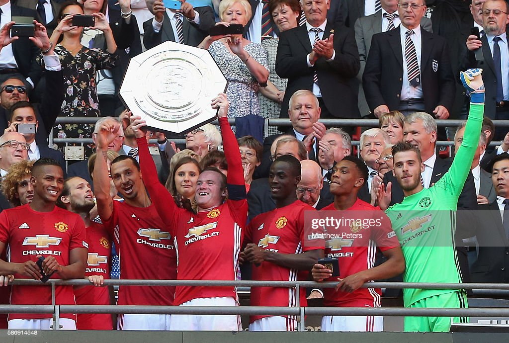 Wayne Rooney of Manchester United lifts the Community Shield trophy after the FA Community Shield match between Leicester City and Manchester United at Wembley Stadium on August 7, 2016 in London, England.