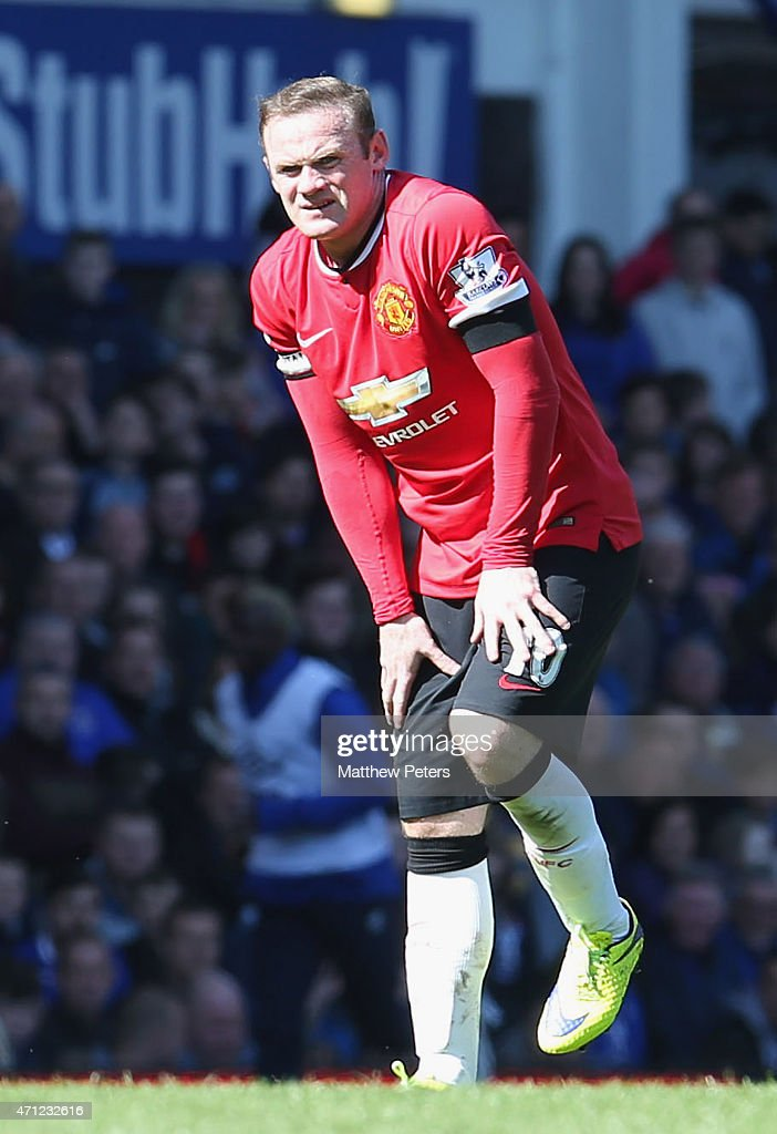 Wayne Rooney of Manchester United picks up an injury during the Barclays Premier League match between Everton and Manchester United at Goodison Park on April 26, 2015 in Liverpool, England.