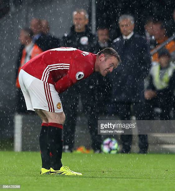 Wayne Rooney of Manchester United picks up an injury during the Premier League match between Manchester United and Hull City at KC Stadium on August...