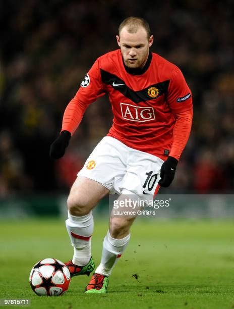 Wayne Rooney of Manchester United runs with the ball during the UEFA Champions League First Knockout Round second leg match between Manchester United...