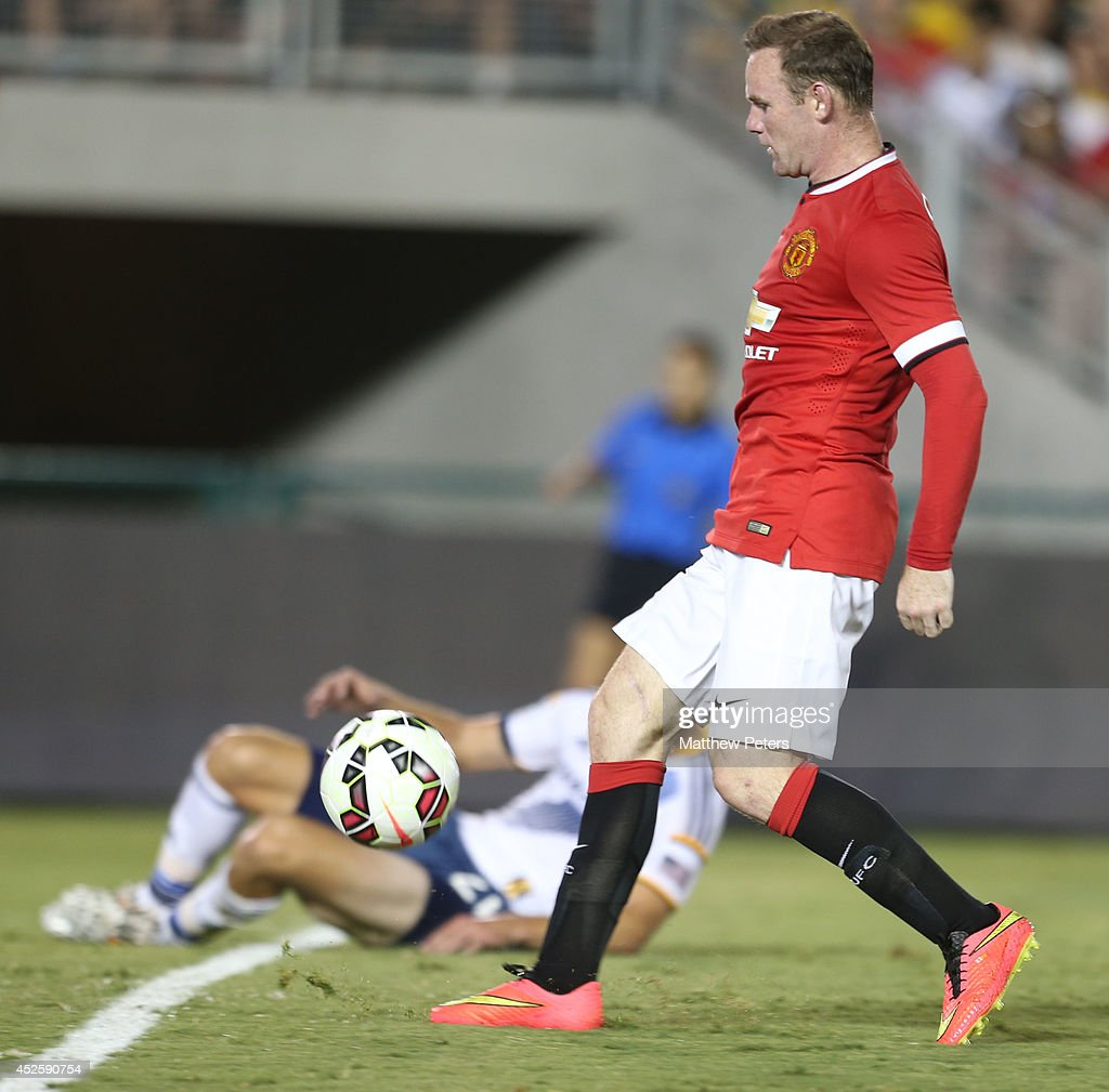 Wayne Rooney of Manchester United scores their third goal during the pre-season friendly match between Los Angeles Galaxy and Manchester United at Rose Bowl on July 23, 2014 in Pasadena, California.