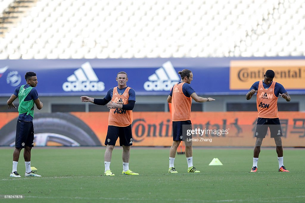 Manchester United Pre-game Training & Press Conference : News Photo