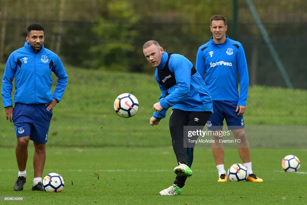Wayne Rooney (C) Phil Jagielka (R) and Aaron Lennon (L) during the Everton training session at USM Finch Farm on October 20, 2017 in Halewood, England.