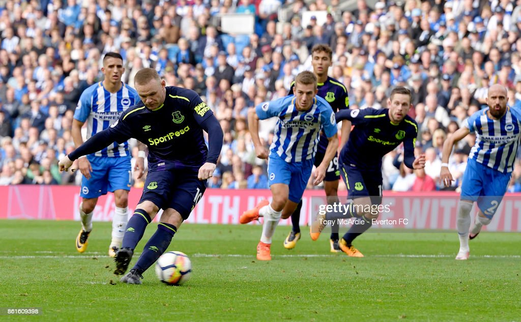 Wayne Rooneyof Everton scores a penalty during the Premier League match between Brighton and Hove Albion and Everton at Amex Stadium on October 15, 2017 in Brighton, England.