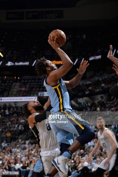 Wayne Selden of the Memphis Grizzlies drives to the basket against the San Antonio Spurs on March 5 2018 at the ATT Center in San Antonio Texas NOTE...