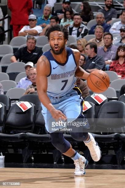 Wayne Selden of the Memphis Grizzlies handles the ball against the San Antonio Spurs on March 5 2018 at the ATT Center in San Antonio Texas NOTE TO...