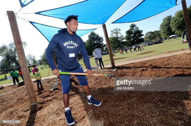 Wayne Selden of the Memphis Grizzlies participate in a full team park cleanup on October 12 2017 in Memphis Tennessee NOTE TO USER User expressly...