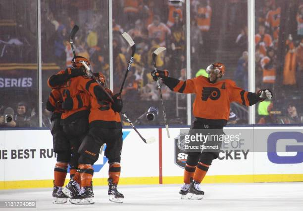 Wayne Simmonds and the Philadelphia Flyers celebrate the game tying goal against the Pittsburgh Penguins during the 2019 Coors Light NHL Stadium...