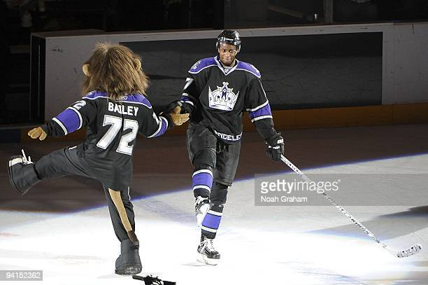 Wayne Simmonds of the Los Angeles Kings celebrates on the ice with Kings mascot Bailey as he is introduced as the star of the game against the Ottawa...