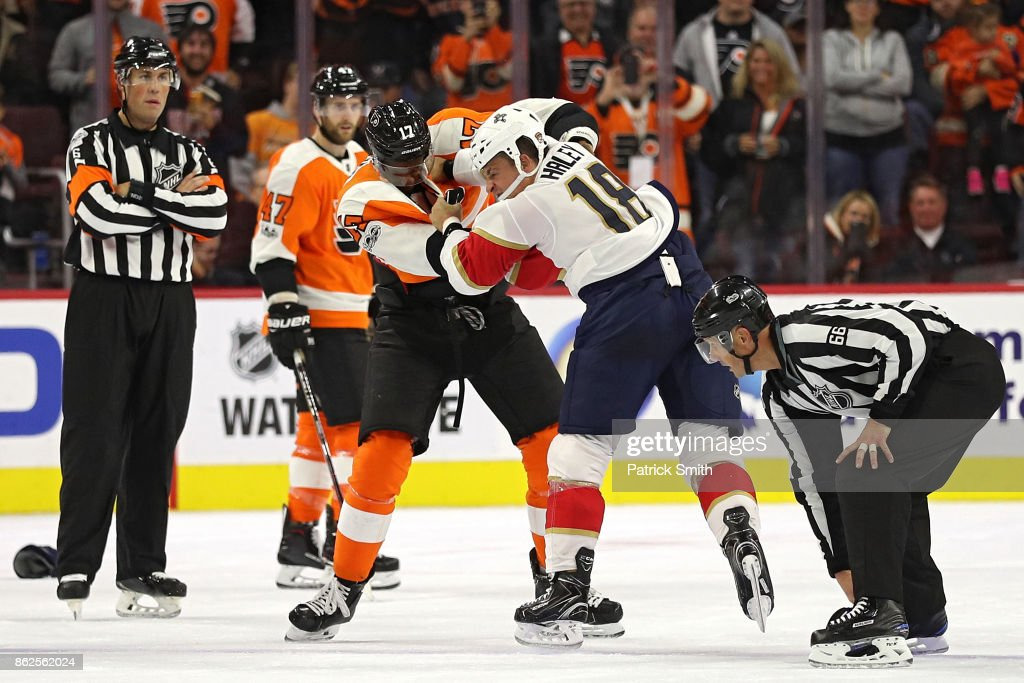 Wayne Simmonds #17 of the Philadelphia Flyers and Micheal Haley #18 of the Florida Panthers fight during the second period at Wells Fargo Center on October 17, 2017 in Philadelphia, Pennsylvania.
