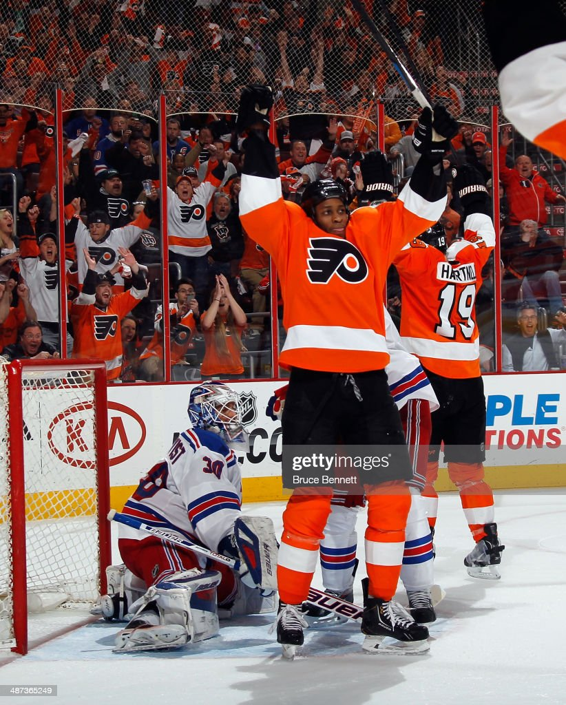 Wayne Simmonds #17 of the Philadelphia Flyers celebrates his third goal of the game in the second period against the New York Rangers in Game Six of the First Round of the 2014 NHL Stanley Cup Playoffs at the Wells Fargo Center on April 29, 2014 in Philadelphia, Pennsylvania.