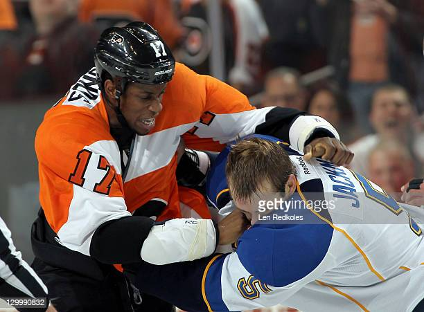 Wayne Simmonds of the Philadelphia Flyers fights Barret Jackman of the St Louis Blues in the second period on October 22 2011 at the Wells Fargo...