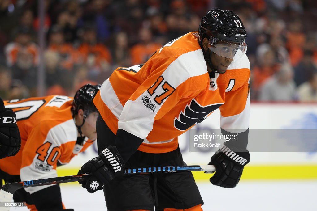 Wayne Simmonds #17 of the Philadelphia Flyers looks on against the Florida Panthers during the first period at Wells Fargo Center on October 17, 2017 in Philadelphia, Pennsylvania.
